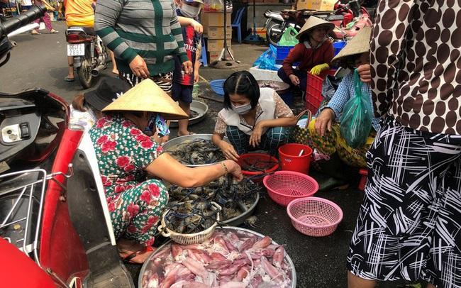 Trước 'bão' corona, cá lóc nướng vẫn đắt hàng ngày Thần Tài