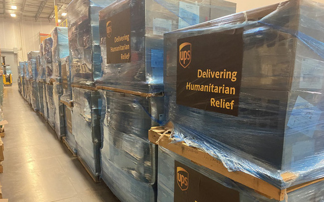 Một doanh nghiệp thực hiện chuyến bay chở 2 triệu chiếc khẩu trang và 300.000 thiết bị y tế viện trợ cho Vũ Hán