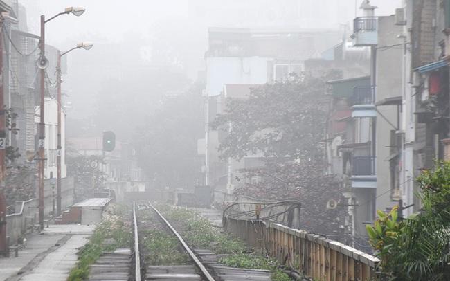 Sương mù dày đặc bao trùm Thủ đô Hà Nội