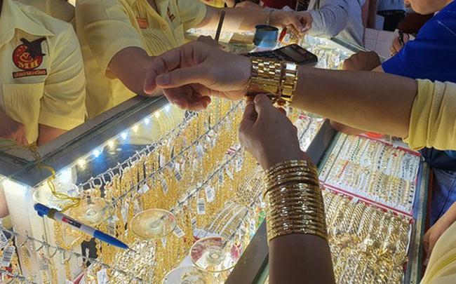 Tăng nhanh hơn thế giới, giá vàng SJC vượt xa 44 triệu đồng/lượng