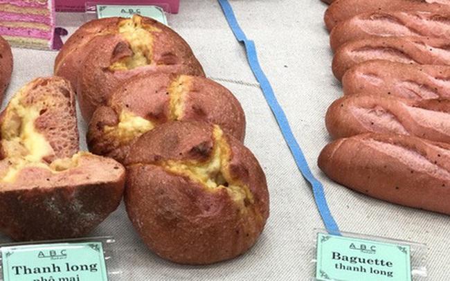 Bánh mì thanh long: món mới chỉ 6k/chiếc - vừa thử đồ lạ lại vừa giúp bà con giải cứu nông sản Việt trong mùa dịch virus corona