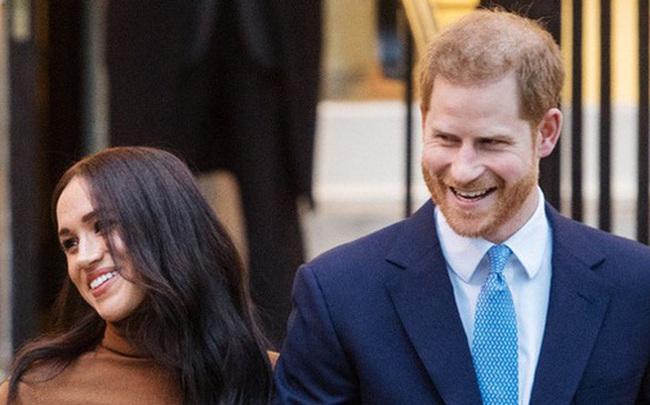Cú sốc hoàng gia: Vợ chồng Meghan Markle sa thải 15 nhân viên ở Anh, đóng cửa văn phòng tại Cung điện Buckingham