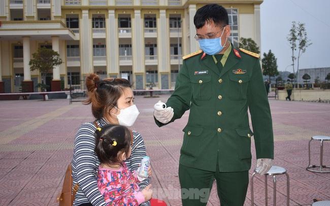 Bên trong nơi cách ly hơn 640 người từ vùng dịch Covid-19 về Hà Nội