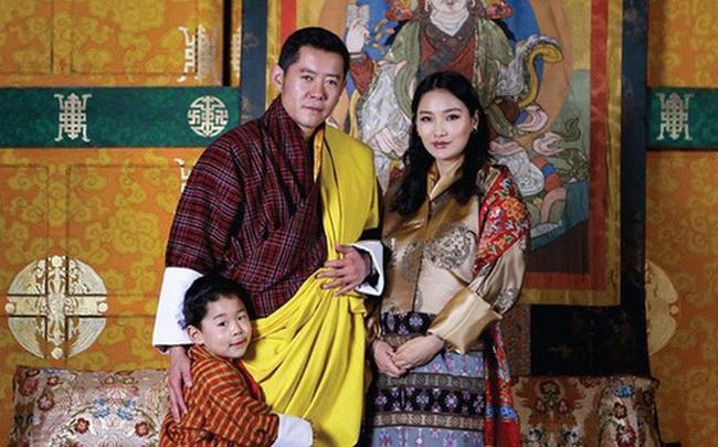 """Hoàng hậu """"vạn người mê"""" Bhutan hiếm hoi lộ ảnh mang bầu lần thứ 2, nhan sắc hiện tại khiến ai cũng bất ngờ"""