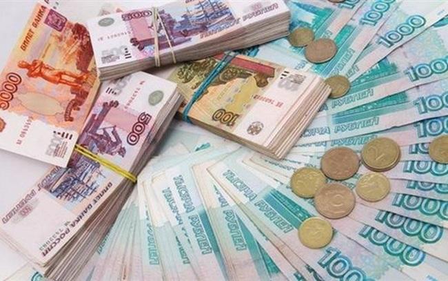 Đồng ruble của Nga giảm xuống mức thấp nhất trong bốn năm