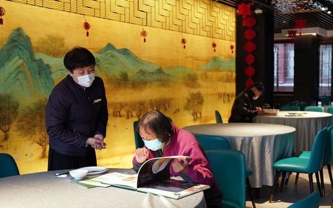 Chủ các nhà hàng ở Trung Quốc lâm vào bước đường cùng: Không thể vay tiền ngân hàng để tiếp tục tồn tại, phải đóng cửa, sa thải hết nhân viên