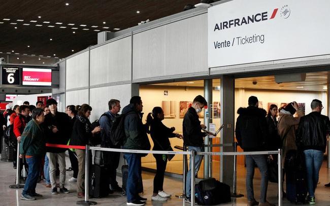 Giải cứu 46 người Việt mắc kẹt ở sân bay Pháp