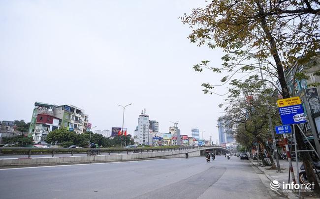 Cuối tuần Hà Nội vắng lặng lạ thường