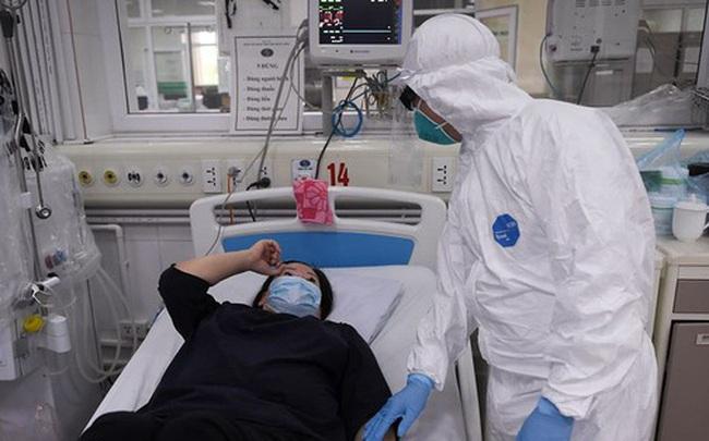 Bệnh viện Bạch Mai cách ly toàn bệnh viện, tạm dừng đón tiếp bệnh nhân để chống dịch Covid-19