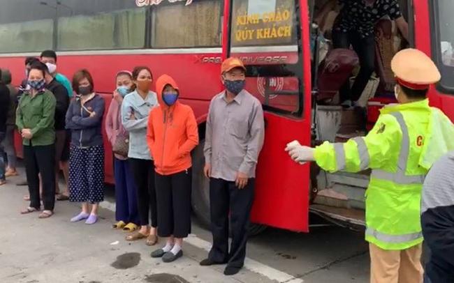 Phớt lờ lệnh cấm, xe khách chở 30 người từ Sài Gòn ra Hà Nội