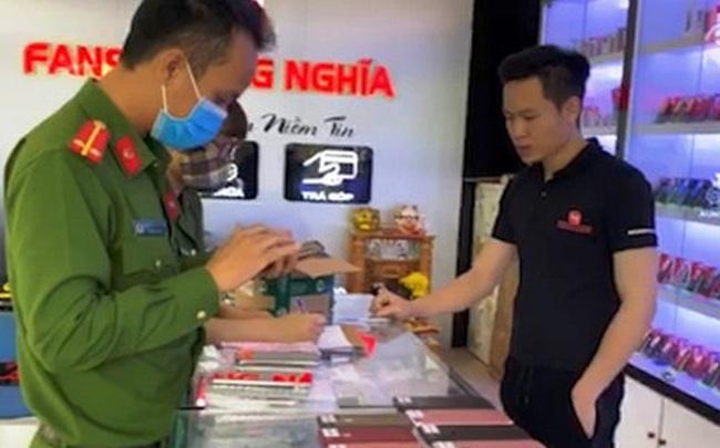 """Phát hiện 3 cửa hàng, siêu thị bán hàng chục chiếc Iphone """"lậu"""" ở Quảng Bình"""