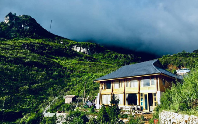 Đẹp ngỡ ngàng 'ngôi nhà gỗ săn mây' trên đỉnh núi ở SaPa