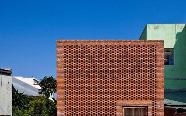Ngôi nhà bằng gạch đỏ chống nóng không lo lỗi thời
