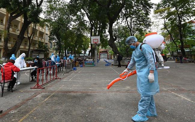 """PGS Nguyễn Huy Nga: Nới lỏng giãn cách xã hội, đi chợ hay siêu thị nhớ thêm chữ """"nhanh"""""""