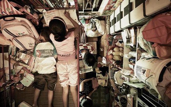 """Bi kịch thế giới """"nhà chuồng cọp"""" ở Hong Kong những ngày """"cách ly xã hội"""": Mỗi phòng cả chục người, giãn cách kiểu gì bây giờ?"""