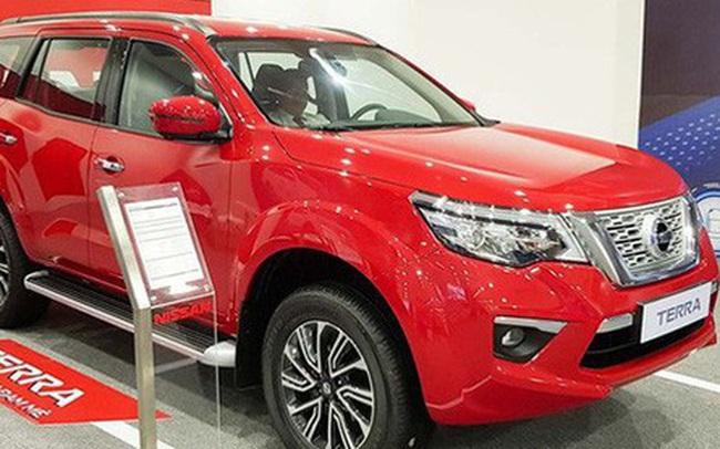 Nissan Terra giảm giá kỷ lục 120 triệu đồng cạnh tranh Toyota Fortuner