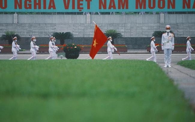 """Buổi lễ thượng cờ thiêng liêng tại Quảng trường Ba Đình sáng 30/4: """"Được sống trong thời bình, không có chiến tranh là một điều rất hạnh phúc"""""""
