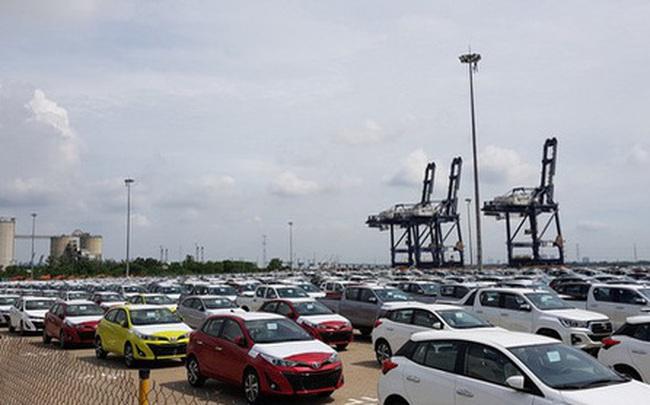 """Ôtô nhập khẩu về Việt Nam trong tháng 4 tiếp tục """"lao dốc"""", giảm 50% so với tháng trước"""