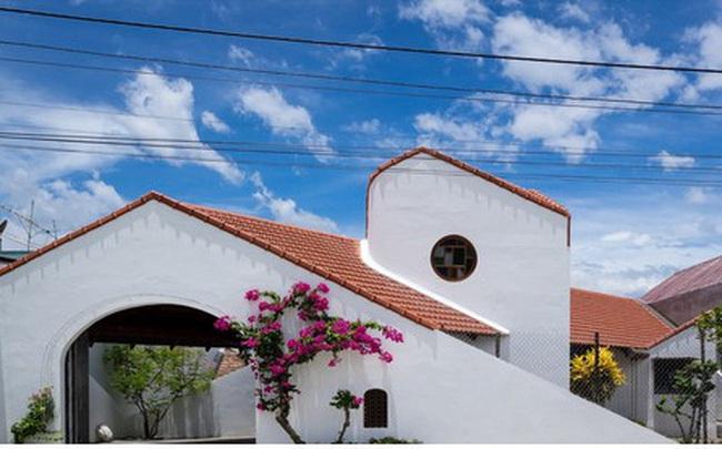 Ấn tượng trước ngôi nhà làm từ hai khối hình tam giác