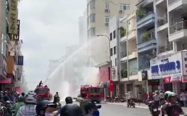 Cháy nhà trên đường Hai Bà Trưng, gần chợ Tân Định, quận 1 - TP HCM