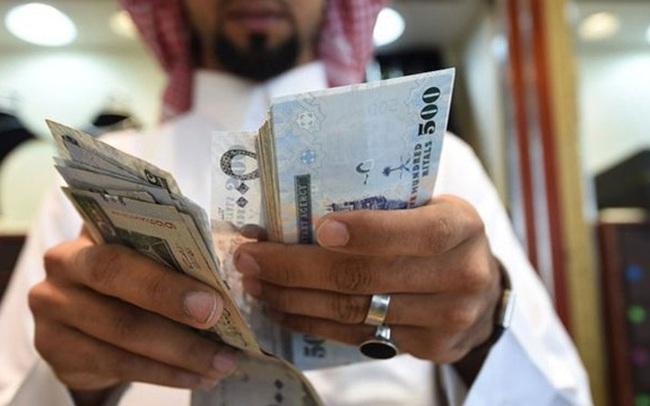 Ngân sách thiếu hụt, Arab Saudi phải tăng VAT lên gấp 3, dừng phát tiền hàng tháng cho người dân