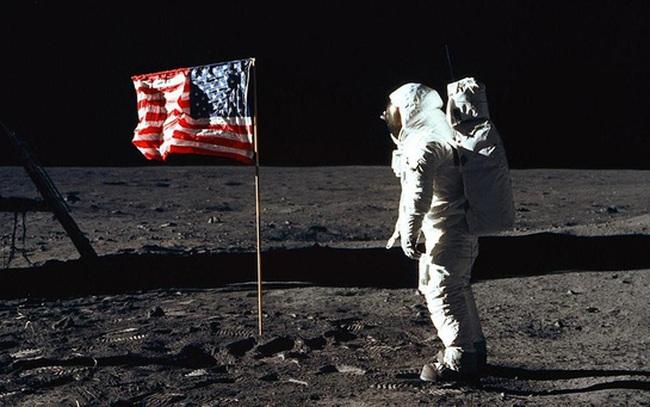 """""""Bạn sẽ mang thứ gì lên mặt trăng?"""": Câu hỏi phỏng vấn tưởng ngớ ngẩn nhưng lại là phép thử thâm sâu với hàng ngàn ứng viên"""