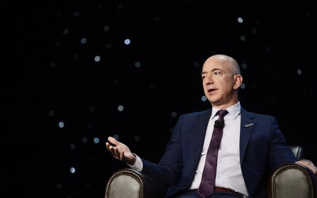 Bỏ hơn 100 triệu USD làm điện thoại Fire Phone rồi nhận kết cục ê chề, Jeff Bezos thản nhiên: 'Đừng bao giờ cảm thấy tệ về thất bại, dù chỉ 1 phút'
