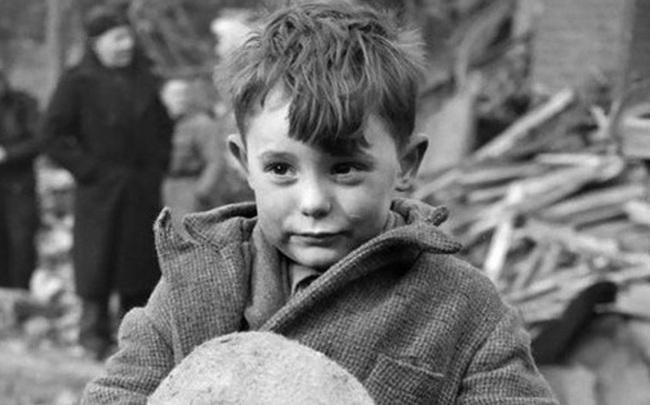 Đến lớp sớm đốt lò sưởi ấm, cậu bé gặp sự cố không ngờ dẫn đến thành tựu rực rỡ sau gần 20 năm