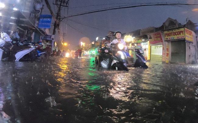 TPHCM còn 22 tuyến đường hễ mưa là ngập gần nửa mét