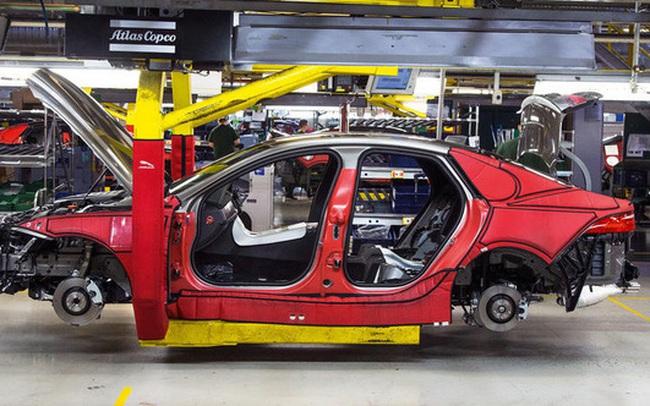 Ít khách, Jaguar Land Rover tự kéo dài thời gian đóng cửa nhà máy