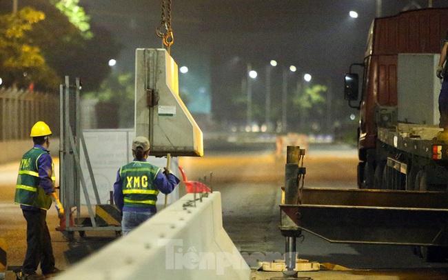 Trắng đêm tháo dỡ rào cứng trên đường đua F1 Hà Nội