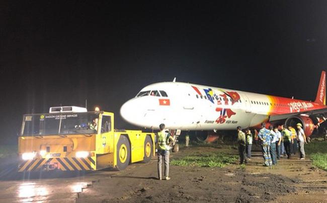 Đã kéo máy bay bị trượt khỏi đường băng Tân Sơn Nhất về sân đỗ