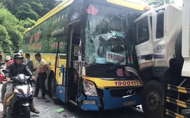 Tai nạn liên hoàn gây ách tắc nhiều giờ trên đèo Bảo Lộc