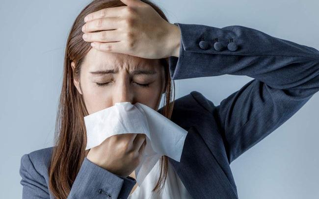 Nhiều người hay bị viêm xoang và cảm lạnh trong mùa hè nhưng lại thường hay nhầm lẫn, chuyên gia chỉ cách phân biệt 2 bệnh này