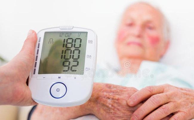 Người bị huyết áp chú ý: Muốn tránh bị xuất huyết não, có 3 thứ cần kiểm soát đầu vào