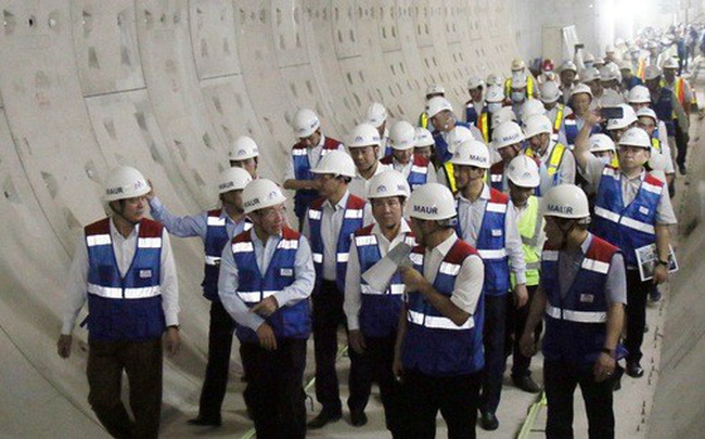 Phó Thủ tướng thị sát và chỉ đạo ngay trên công trường metro số 1