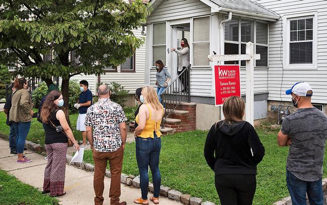 Giá nhà bất ngờ tăng vọt giữa đại dịch