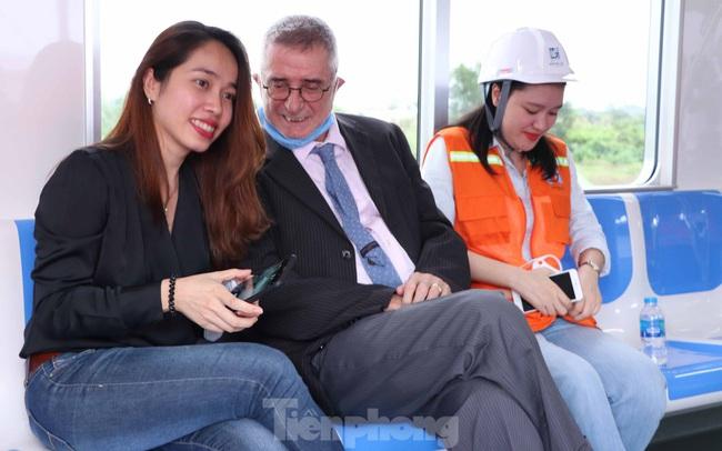 Có gì bên trong đoàn tàu metro số 1 của TPHCM?