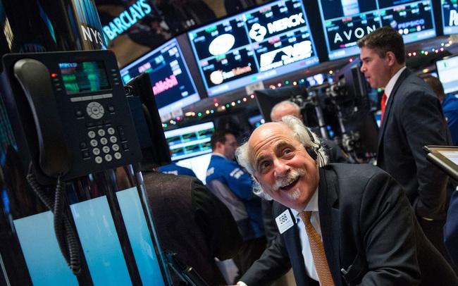 Đón nhận số liệu kinh tế khả quan, Dow Jones và S&P 500 hồi phục sau 3 phiên giảm liên tiếp, cổ phiếu công nghệ 'hụt hơi'