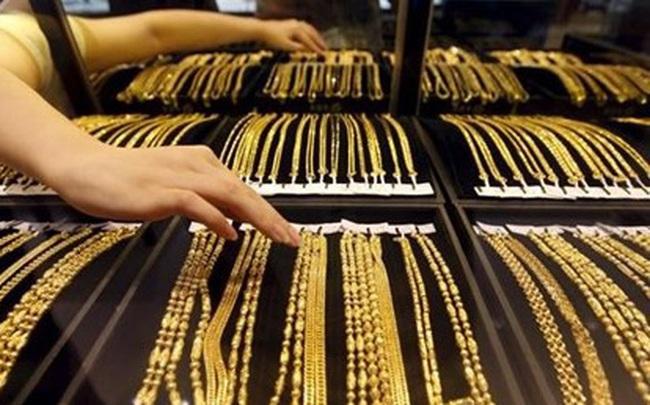 Thị trường ngày 17/10: Giá dầu và vàng quay đầu giảm, nhôm cao nhất 17 tháng