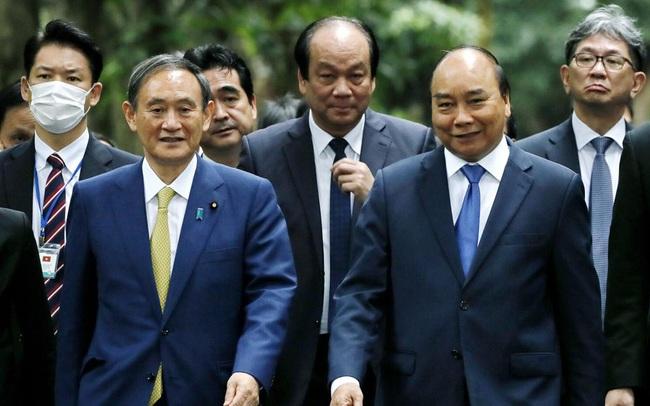"""Nhắc tới bài """"Ghen Cô vy"""" trong tiệc chiêu đãi, Thủ tướng Suga Yoshihide động viên mọi người giữ vững tinh thần lạc quan trước hiểm họa Covid-19"""