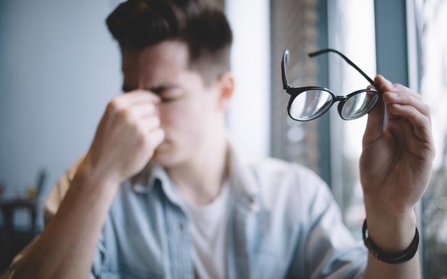 Cậu bé 15 tuổi đột nhiên mất thị lực, dễ mệt mỏi nhưng không tìm ra bệnh, đến khi bác sĩ hỏi về chế độ ăn mới vỡ lẽ: Thủ phạm thực sự là món khoái khẩu của nhiều người!