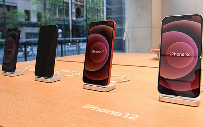 IPhone 12 xách tay tạo sức ép về giá với các đại lí chính hãng