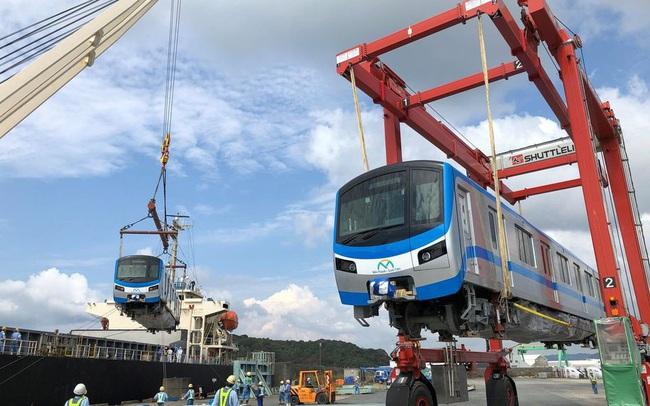 Cận cảnh đoàn tàu metro Bến Thành – Suối Tiên sắp cập cảng TP.HCM