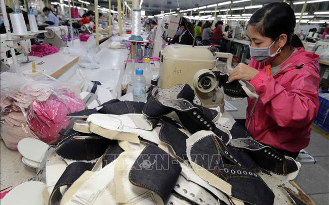 Xuất khẩu da giày có chuyển biến tích cực, dệt may tiếp tục gặp khó