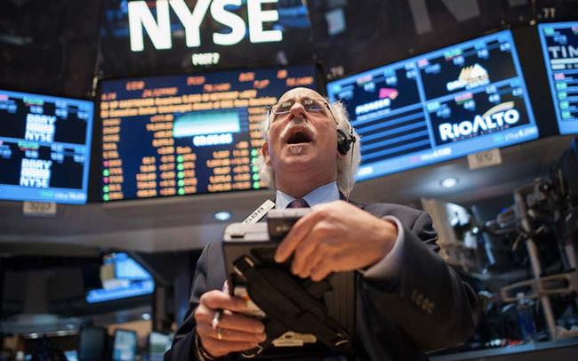 Phố Wall khởi sắc trước thông tin Tổng thống Trump ra viện, Dow Jones tăng hơn 400 điểm