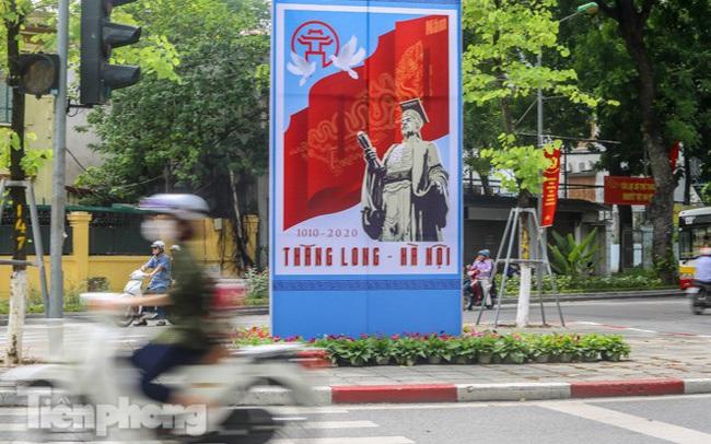 Phố phường rợp cờ hoa chào mừng 1010 năm Thăng Long - Hà Nội