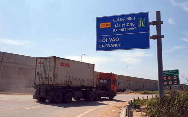 'Hung thần' tung hoành trên đường cấm để tránh trạm thu phí