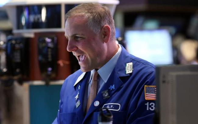 Trước một loạt thông tin tích cực, Phố Wall ghi nhận mức tăng mạnh nhất trong 5 tháng, Dow Jones lần đầu tiên chạm mốc 30.000 điểm