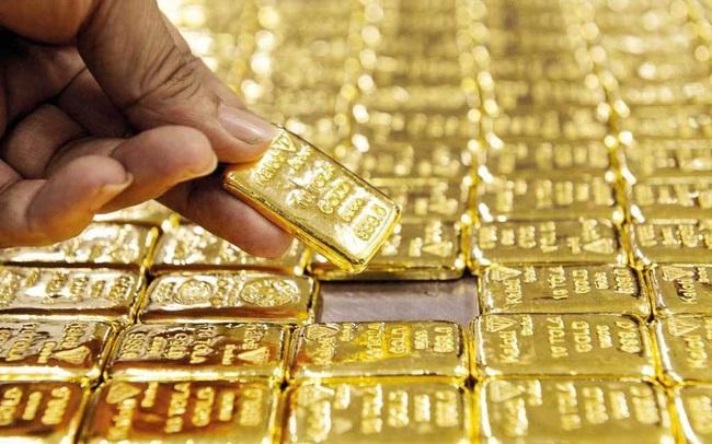 Giá vàng trong nước bất ngờ đảo chiều tăng trở lại, đắt hơn 3,7 triệu đồng/lượng so với vàng thế giới